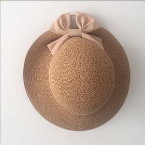 Accessories - Summer now hat with mauve pink bow.